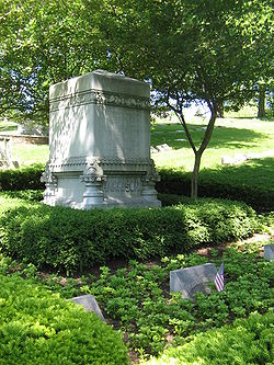 Grave of President Benjamin Harrison and his two wives in Indianapolis, Indiana.jpg