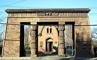 Grove Street Cemetery entrance.jpg