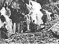 Grupa niemieckich strzelców górskich w czasie przeprawy przez góry Półwyspu Istria (2-522).jpg