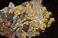 Hémimorphite et mimétite sur limonite et hématite (Mexique) 4.jpg