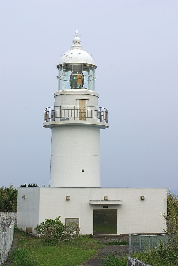 http://upload.wikimedia.org/wikipedia/commons/thumb/6/68/Hachijo_Island_Lighthouse.JPG/602px-Hachijo_Island_Lighthouse.JPG
