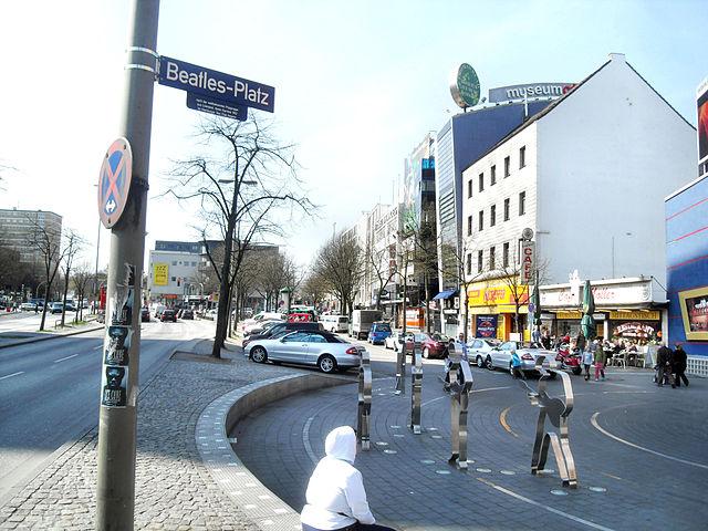 640px-Hamburg-_St._Pauli-_Beatles-Platz_9.4.2009_I.jpg