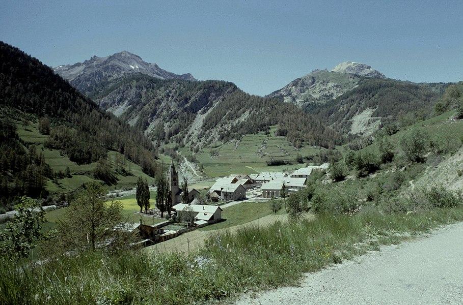 Hautes-Alpes Arvieux Village 071986