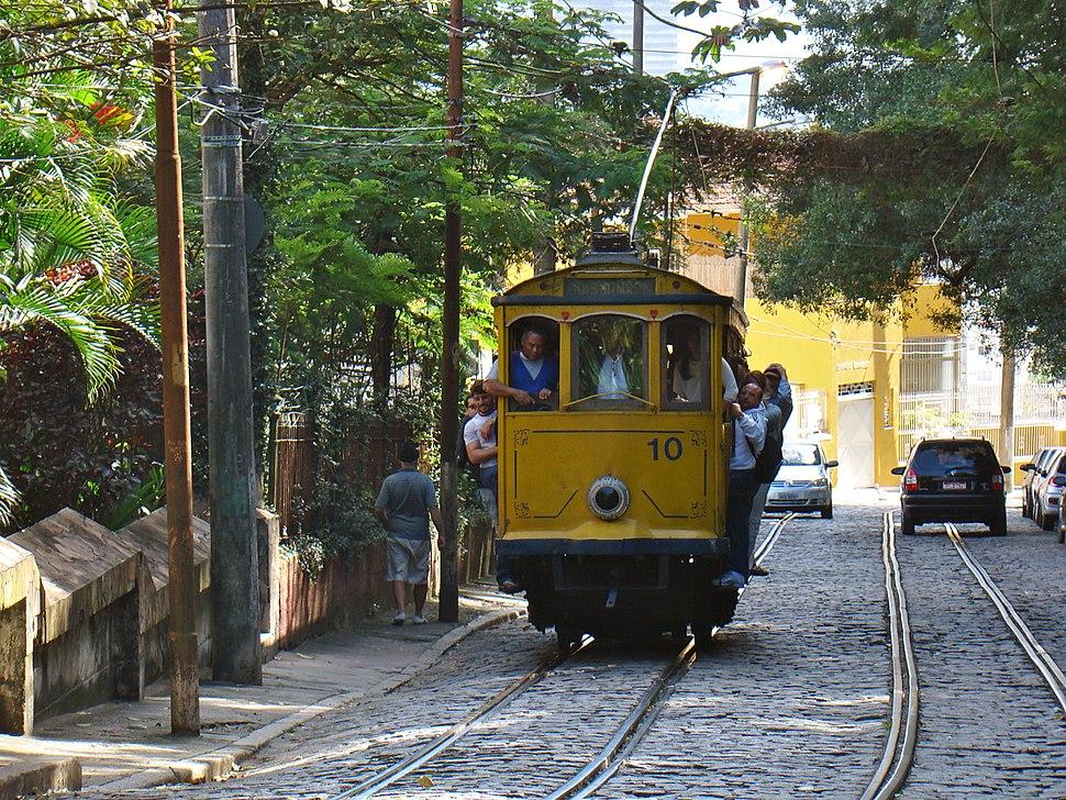 Head-on view, Rio de Janeiro tram 10 on Rua Murtinho