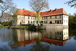 Herne - Schlosspark Strünkede - Karl-Brandt-Weg - Schloss 37 ies.jpg