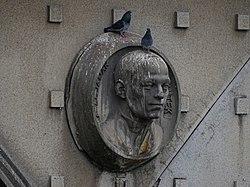 Hlávkův most, východní strana, reliéf 3 - Pavel Janák.jpg