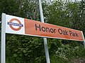 Honor Oak Park stn signage 2010.JPG