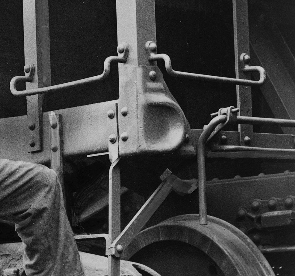 Hopper car climbing