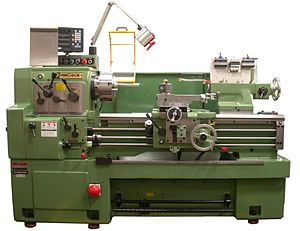 Metal lathe - Center lathe with digital read out and chuck guard. Size is 460 mm swing x 1000 mm between centers