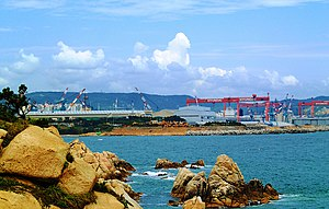 Hyundai Heavy Industries - Hyundai Heavy Industries cranes and ship yard