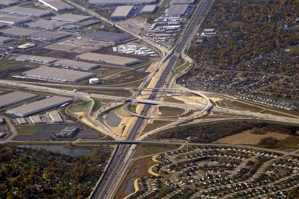 http://upload.wikimedia.org/wikipedia/commons/thumb/6/68/I-355_and_I-55_interchange_from_air.jpg/1024px-I-355_and_I-55_interchange_from_air.jpg