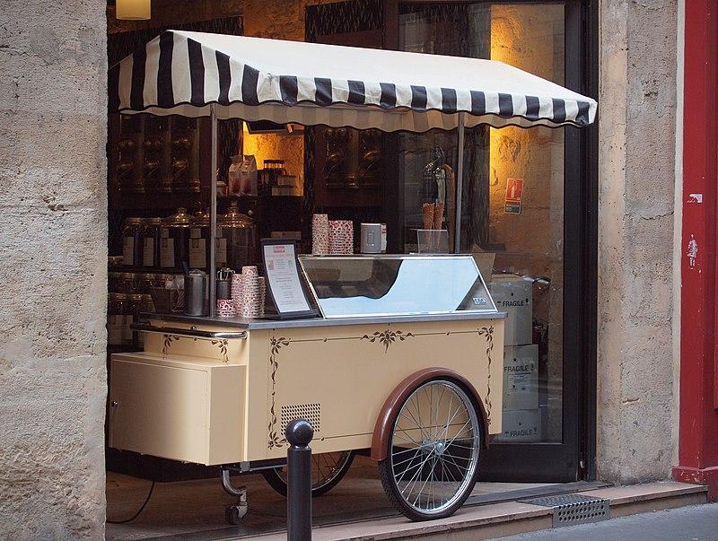 Ice cream seller in Paris, France 2010.jpg