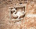 Il drago Thyrus, simbolo della città di Terni (Altorilievo sulla facciata della Porta d'ingresso del castello di Miranda, Seconda metà del XV secolo).jpg