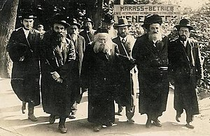 Ger (Hasidic dynasty) - Rabbi Avraham Mordechai Alter with his entourage vacationing in Europe.