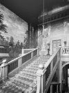 interieur, de hoofdtrap in het trappenhuis met wandschilderingen - apeldoorn - 20023297 - rce