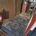 Interieur, grafzerken bij de consistorie - Scheemda - 20360230 - RCE.jpg