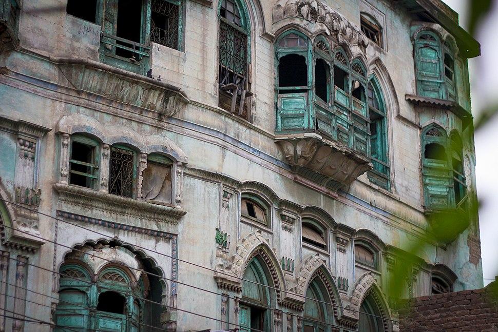 Intricate jharokhas still adorn the house