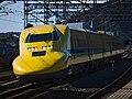 JRW Shinkansen Doctor Yellow class 923 set T5 2017-12-27 (39368504792) (2).jpg