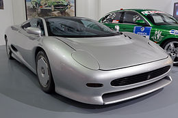 Jaguar XJ220 front-right Heritage Motor Centre, Gaydon.jpg
