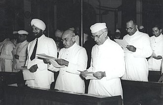 Parliament of India - Image: Jawaharal Nehru and other members taking pledge