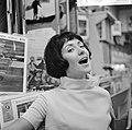 Joan Haanappel contract getekend voor platenmaatschappij Phonogram, Joan Haanapp, Bestanddeelnr 917-0033.jpg