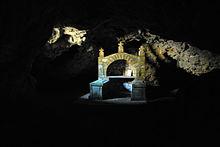 Kađenica, pećina-kapela.JPG