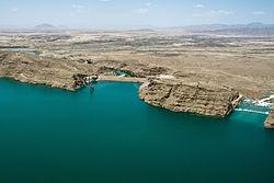 Kajaki Dam and spillway in 2012.jpg