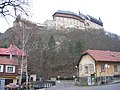 Karlštejn, hrad z křižovatky.jpg