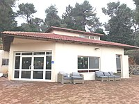 Kfar Vradim Massorthi-Synagoge v. Norden.jpg