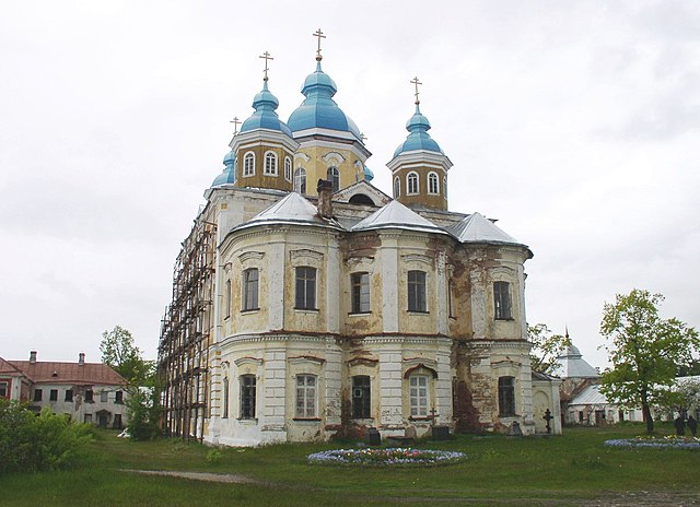https://upload.wikimedia.org/wikipedia/commons/thumb/6/68/Konevets_Cathedral_from_east.JPG/640px-Konevets_Cathedral_from_east.JPG