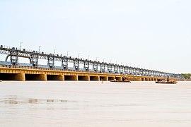 Котрийская плотина, река Инд.jpg