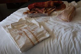 Punjabi Tamba and Kurta - Image: Kurta pajamas for men Indian Dress