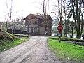 Lštění, Grégrova čp. 60, z cesty od Hradiště, přejezd.jpg