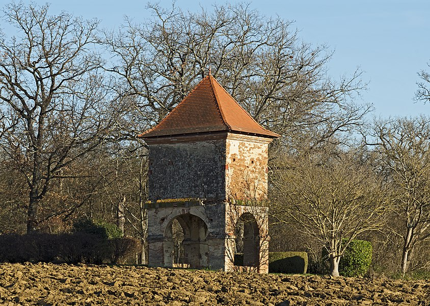 "English:  The dovecote du Bouysset instead said ""la Cote"" - the second half of the eighteenth century. Labege Haute-Garonne, France."
