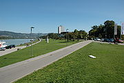 Die Donaulände, im Volksmund kurz Lände genannt, ist im Sommer ein beliebter Treffpunkt für Jugendliche.