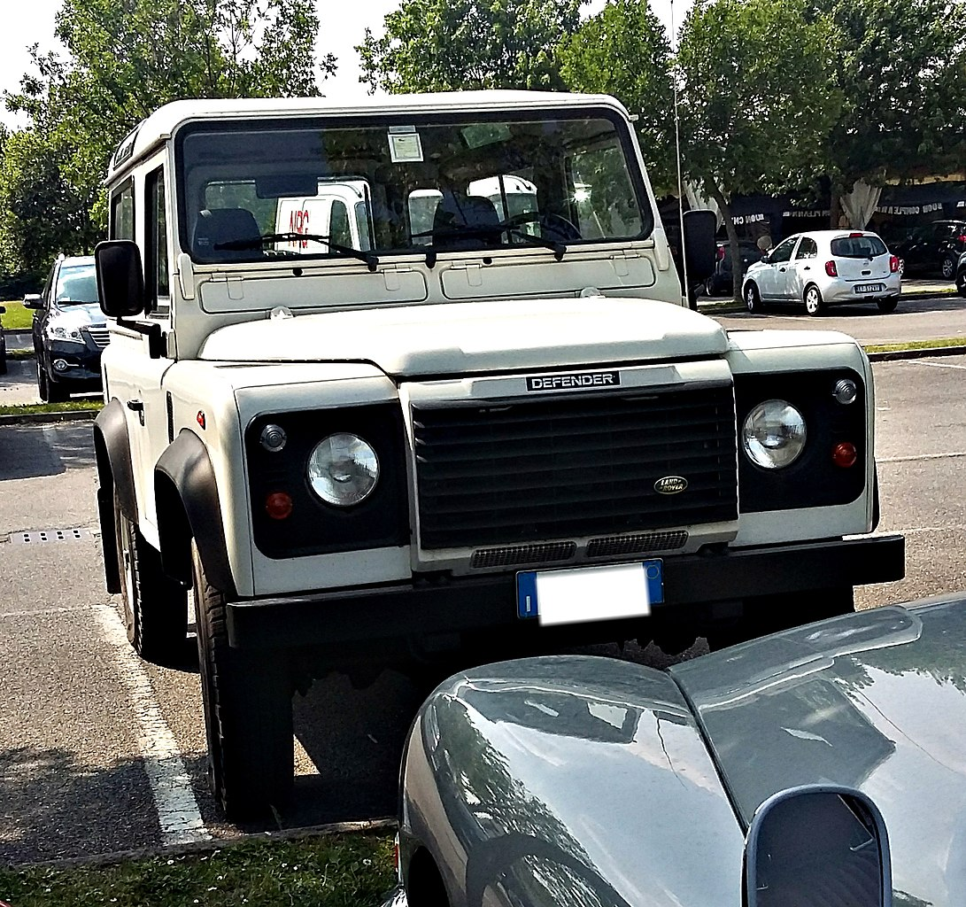 File:Land Rover Defender 90, Italy, May 30th 2015.jpg