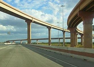 Texas State Highway Loop 20 - Image: Laredo IH35 Loop 20 Intersection