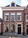 foto van Pand met verdieping en omlijste dakkapel