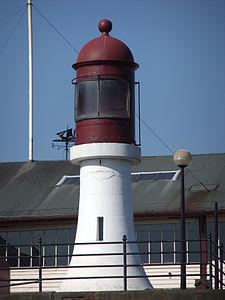 Lighthouse at Woodside ferry terminal, Birkenhead.jpg