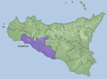 Posizione di Sciacca nella Sicilia, in viola la provincia di Agrigento presso la quale sorge