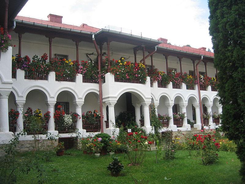 File:Mănăstirea Agapia31.jpg