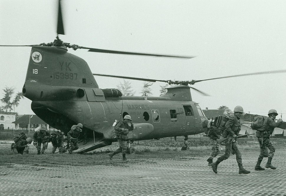 MAG-36 Helicopter Drops Off Vietnamese Marines, 23 February 1968 (16426398261)