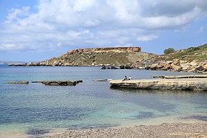 Ġnejna Bay - Gnejna Bay, with Il-Karraba in the background