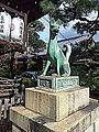 Manzoku-Inari-jinja Shintô Shrine - Bronze statue of Inari Fox2.jpg