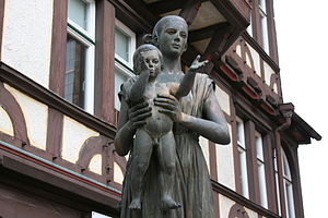 Sophie of Thuringia, Duchess of Brabant - Statue of Sophie of Thuringia, and her son Henry in Marburg