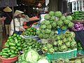 Marché avec étalage de légumes.JPG