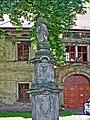 Mariánské Radčice - socha před farou.JPG