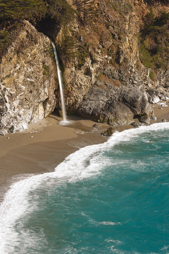 Fichier:McWay Falls Big Sur May 2011 001.jpg — Wikipédia