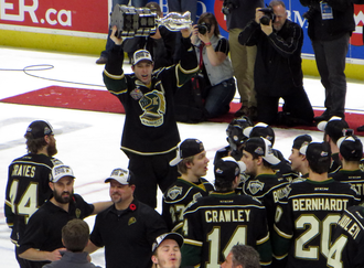 2016 Memorial Cup - Mitchell Marner lifts the Memorial Cup over his head following the London Knights' victory.