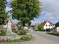 Mittelramstadt (4) Ortsmitte mit Kriegerdenkmal.JPG